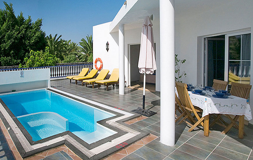 Beautiful three bedroom villas with private pool near the marina of the coastal town of Puerto Calero.