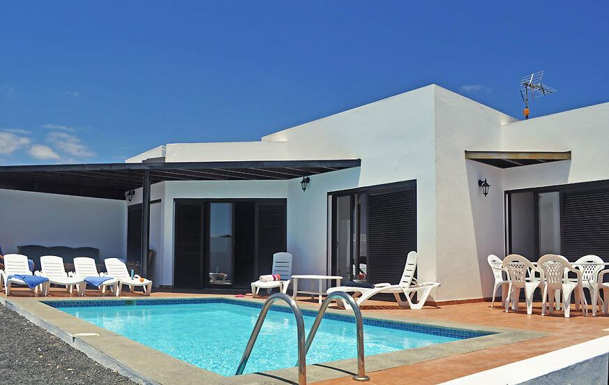 Moderne Villa mit drei Schlafzimmern und eigenem Pool in der Nähe von Strand undYachthafen in Playa Blanca