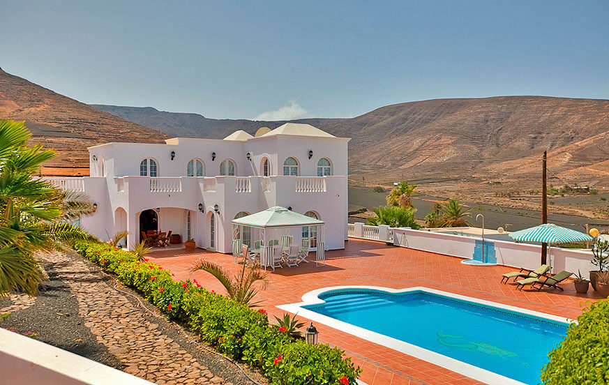 Beautiful four bedroom mansion with luxurious interiors and a large terrace with pool and sea views in Tabayesco