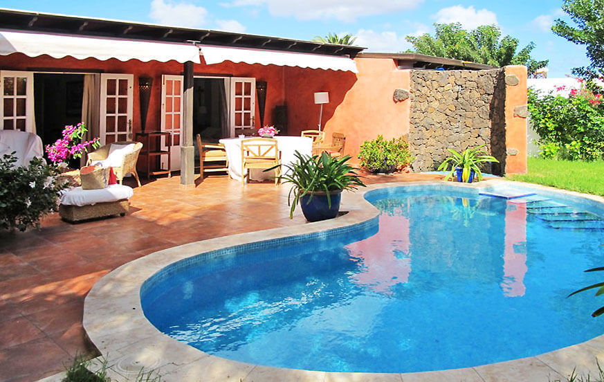 Stylish holiday home with an idyllic garden, nice terrace and private pool in a residential area in Costa Teguise