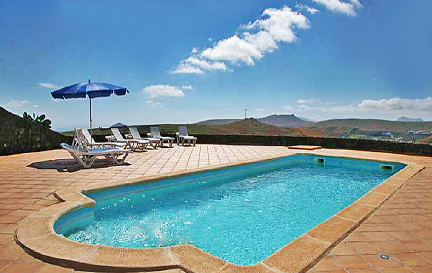 Rymliga sex sovrum herrgård med privat pool och bastu omgiven av vackra vulkaniska landskapet i Los Valles