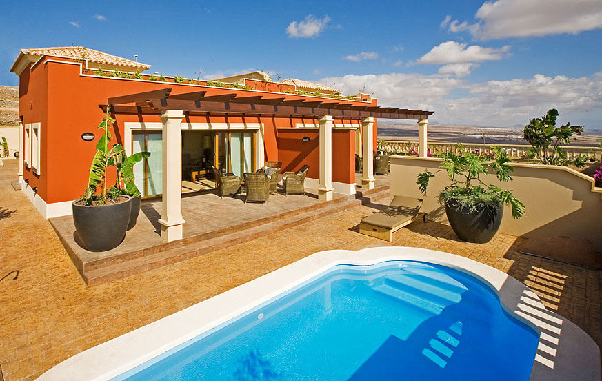 Two bedroom villas with private pool and stylish decor near the golf course in Caleta de Fuste