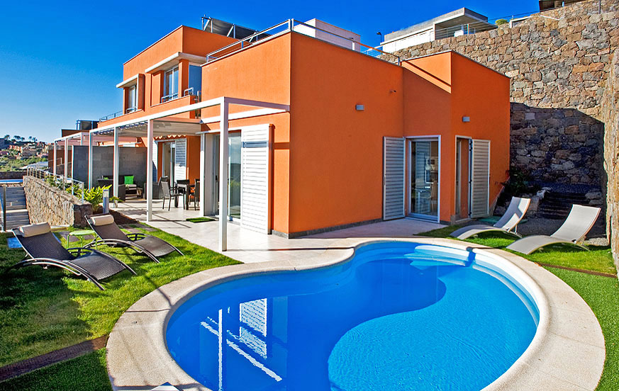 Nice two-storey villa rental with nice outside area with garden furniture and private pool with solar heating