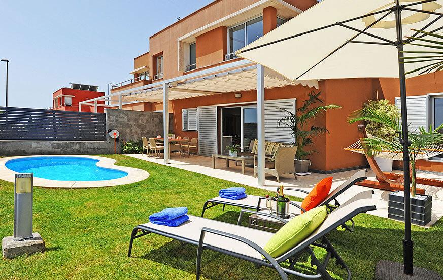 Schöne Villa mit hellem Interieur und großem Garten, Privatpool mit Solarheizung und herrlicher Aussicht auf den Golfplatz