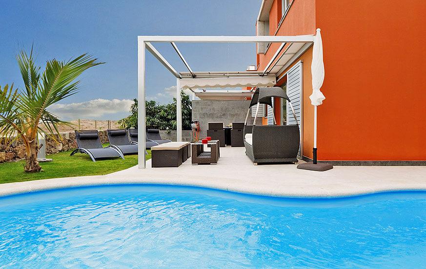 Schöne Villa direkt am Golfplatz mit einem eleganten Design und schönem Außenbereich mit beheizbarem Privatpool