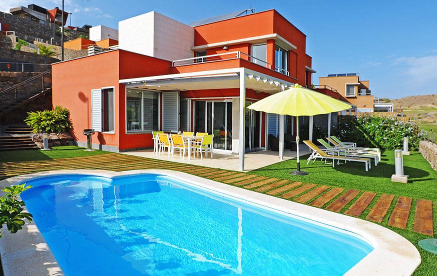 Villa direkt am Golfplatz mit großem Garten mit schöner Terrasse, Grillplatz und beheizbarem Swimmingpool
