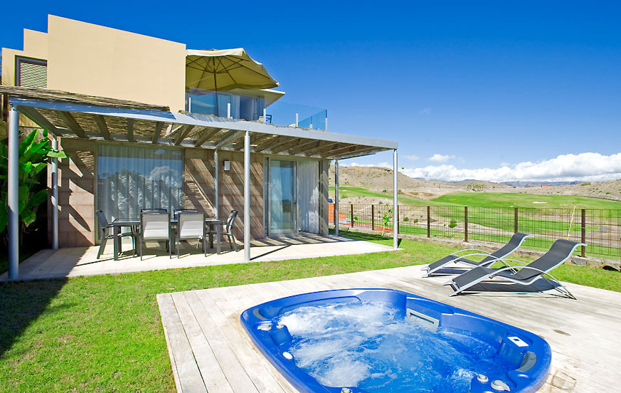 To værelses villa i et roligt hjørne plot på Los Dragos kompleks med smuk udsigt over golfbanen