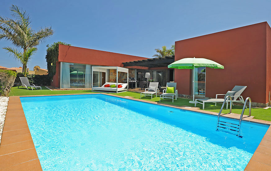 One storey luxury villa to rent with spacious rooms and a nice outside area with large private pool and gas barbecue