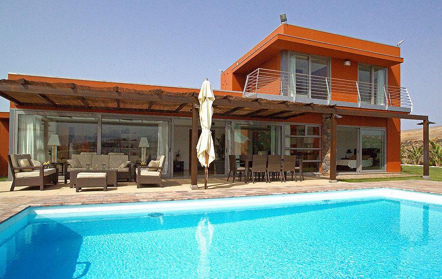 Stilvolle Luxusvilla mit 3 Schlafzimmern und Salzwasser-Pool sowie gemütlicher Terrasse mit Sitzgelegenheiten im Freien