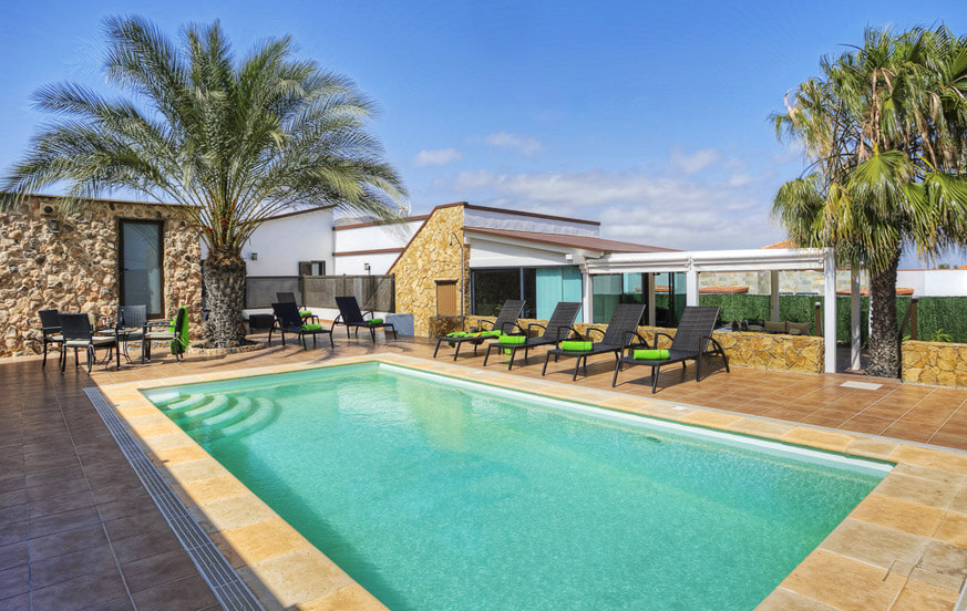 Luxury villa rental on Fuerteventura decorated in style with a large outdoor area and a private pool in the middle of the island