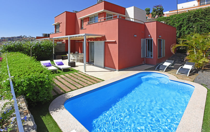 Leuk twee verdiepingen tellende villa met verwarmbaar privé zwembad en een fantastisch uitzicht frontlinie golfbaan