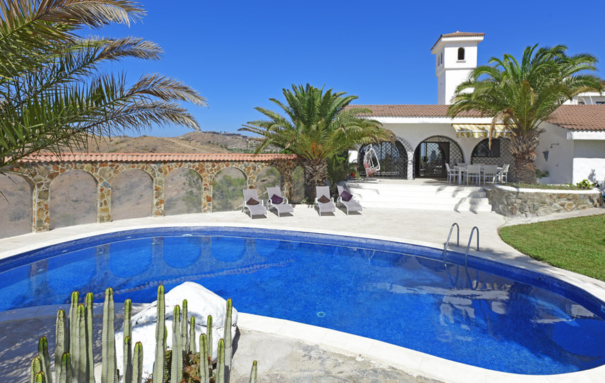 Charming villa with well kept garden and private pool in an area close to Maspalomas with sea and mountain views
