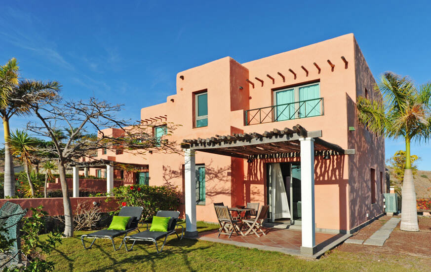 Two bedroom villa with outdoor relaxation area, nice garden and large communal pool in the complex Salobre Morro Golf