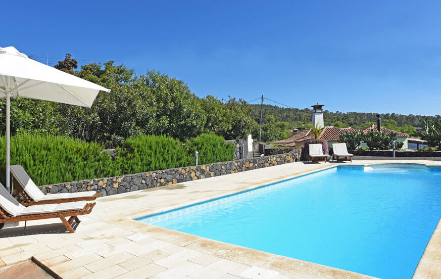Very well kept country house in a finca with communal pool and panoramic sea view in the beautiful area of Las Tricias
