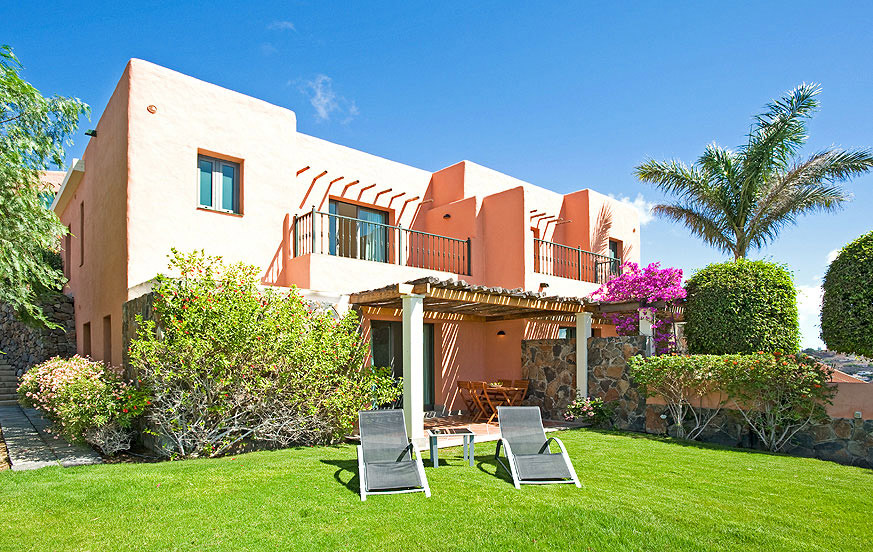 3 bedroom villa with a nice outdoor area, communal garden and during the winter month heated communal pool