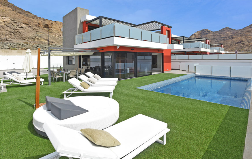 Modern five bedroom luxury villa, tastefully decorated, with large outdoor area and private pool in the south of Gran Canaria