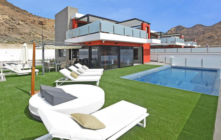 Moderne vijf slaapkamer villa, ingericht met stijl en met veel buitenruimte met privé-zwembad in het zuiden van Gran Canaria