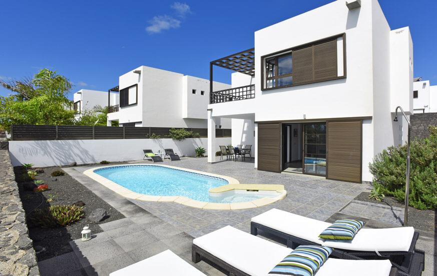 Modernt fritidshus med privat pool i Costa Teguise på Lanzarote för en avkopplande semester