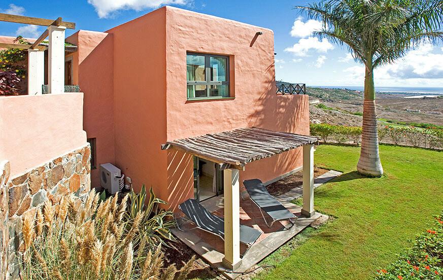 Villa mit 2 Schlafzimmern und schöner Terrasse mit Blick auf den Golfplatz und in den Wintermonaten beheiztem Gemeinschaftspool
