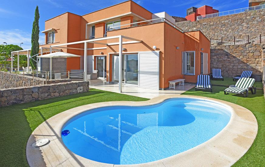 Helle Villa mit zwei Schlafzimmern und gemütlichem Außenbereich mit beheizbarem Privatpool
