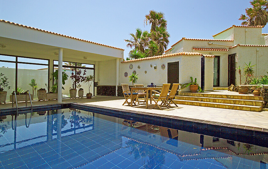 Beautiful holiday villa located in a residential area near the sea in Porís de Abona