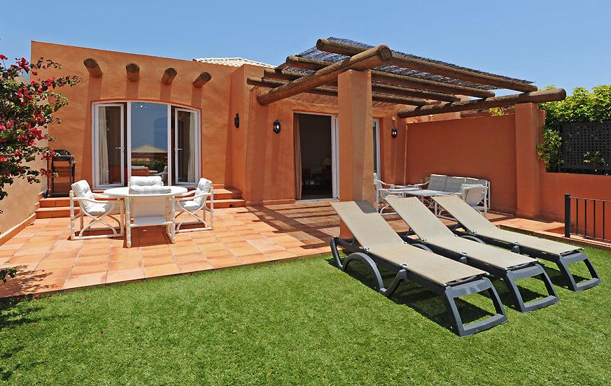 Willa w słonecznym południu Teneryfy, z dużym wspólnym basenem, w pobliżu pola golfowego i plaż Costa Adeje