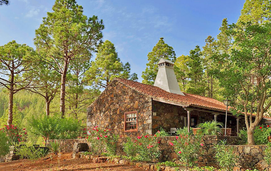 Idyllic country house with fireplace and tennis court in the middle of a beautiful pine forest in El Paso
