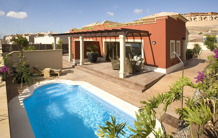 Villas to rent with three bedrooms and private pool located near the golf course and Caleta de Fuste