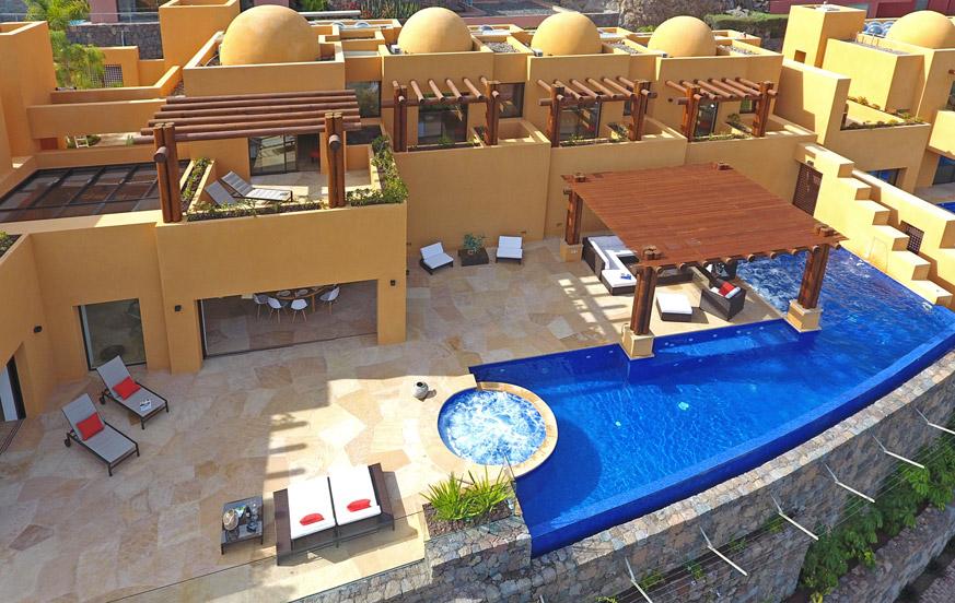 Luxe villa met een capaciteit voor 10 personen met privé zwembad en jacuzzi met een spectaculair uitzicht op de golfbaan