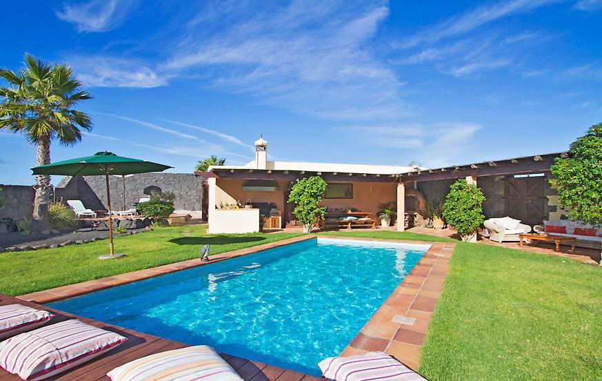 Schönes Haus mit zwei Schlafzimmern in einem großen Anwesen mit großen Gärten und privatem Pool in den Weinbergen von La Geria