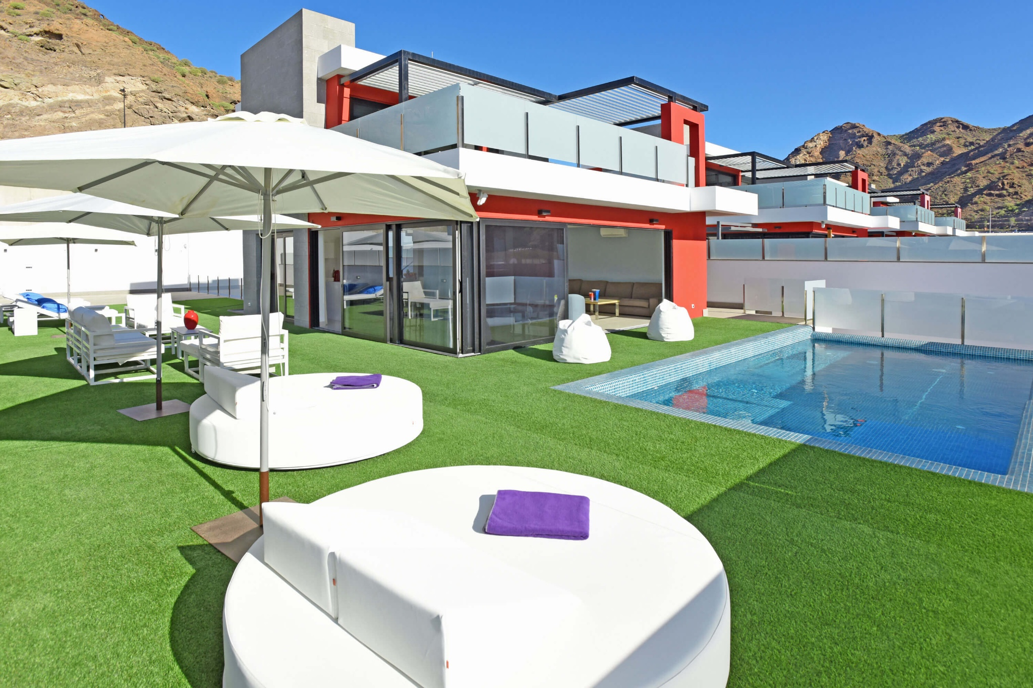 Modern luxury villa for 10 people in the south of Gran Canaria with a large outdoor area that has a private pool