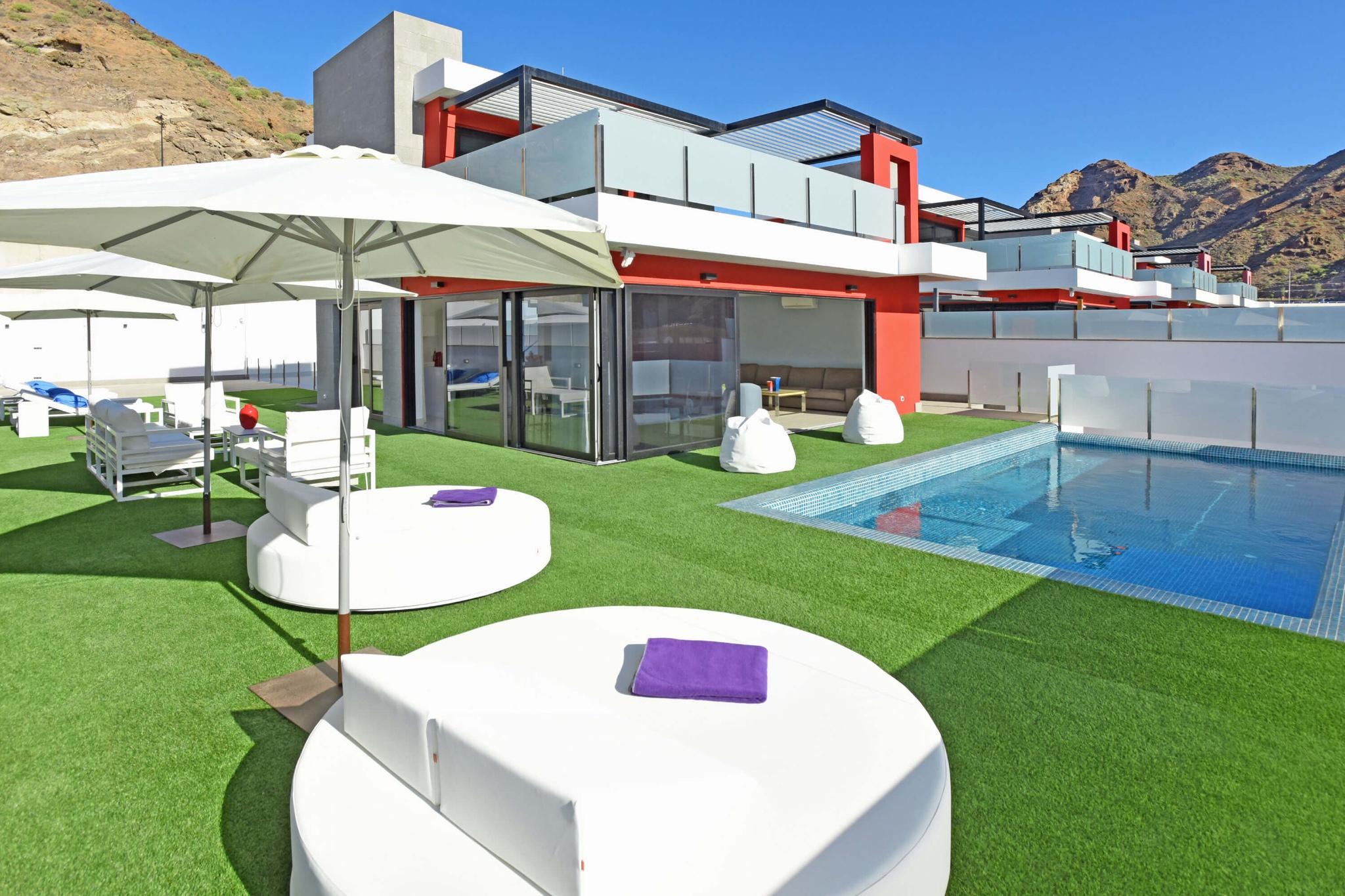 Mycket modern rymlig villa för 10 personer i södra Gran Canaria, har den stora uteserveringen en privat pool