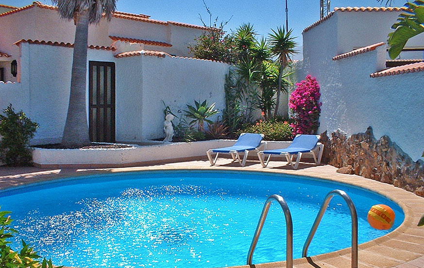 Holiday house to rent with private pool near the beach of Porís de Abona in the south of Tenerife.