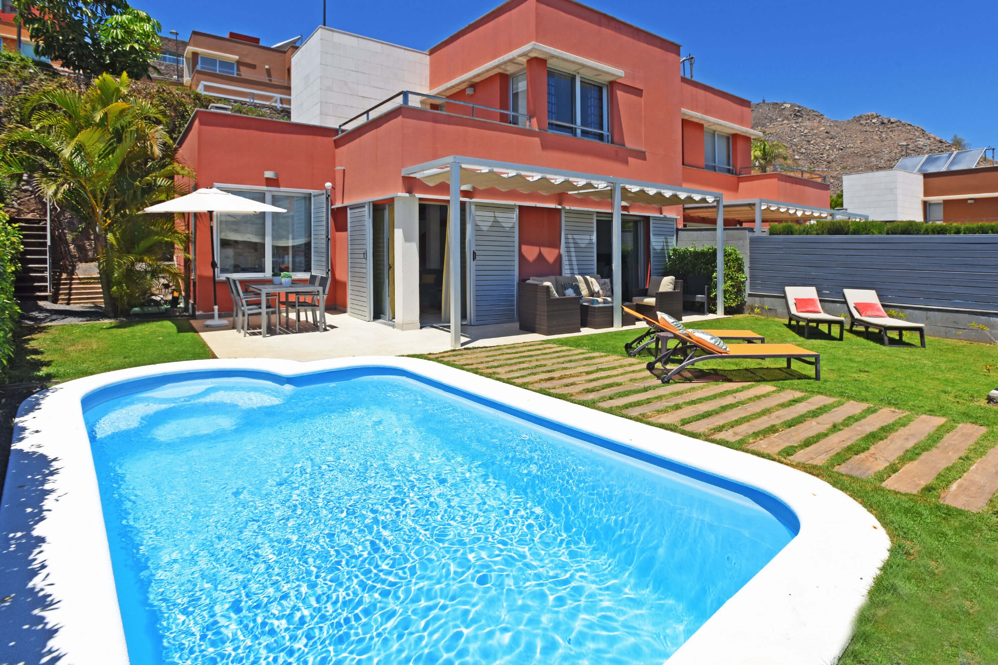 Two storey villa with two terraces, nice outside area with garden furniture and pool overlooking the northern golf course
