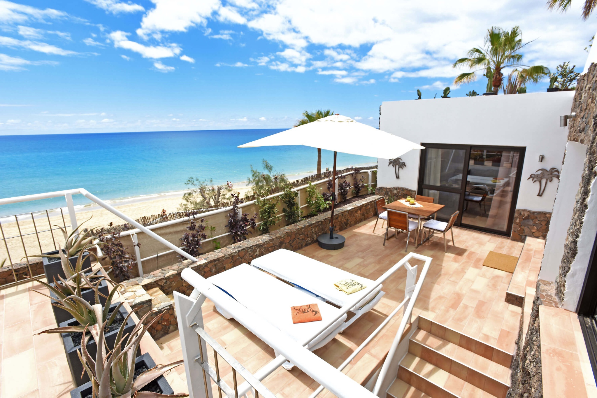 Charming beachfront apartment with direct access to the golden sandy beach of Costa Calma in the south of the island