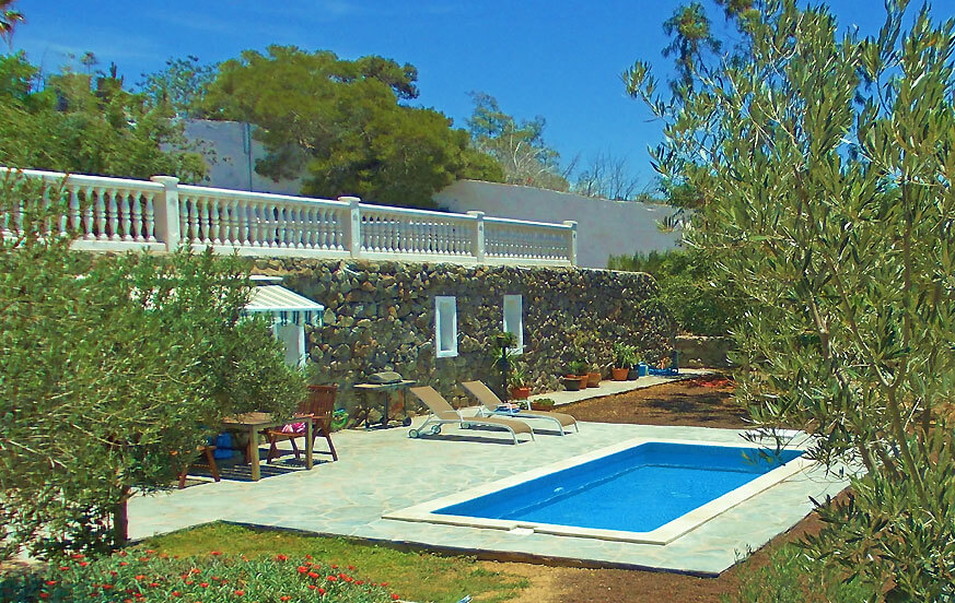 Holiday home with private pool in a quiet location in a rural area with views to the sea and mountains