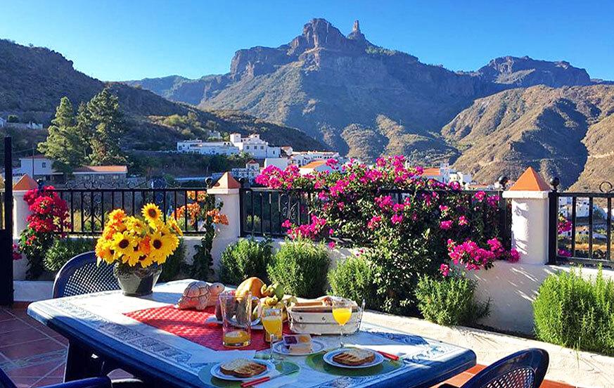 Autentiserar stuga för 4 personer i bergen med fantastiska landmärke på ön Gran Canaria, Roque Nublo