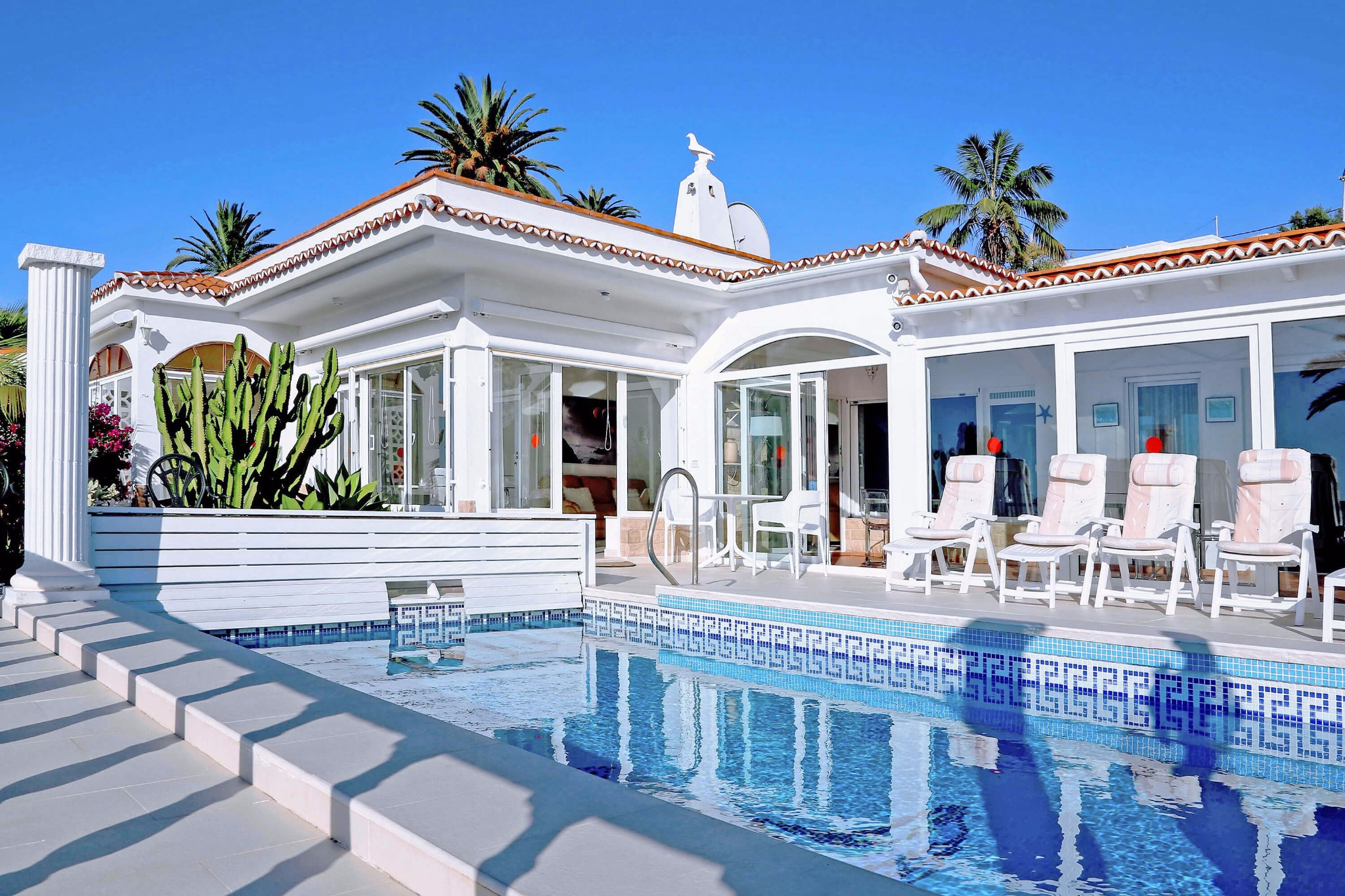 Spacious large villa with private pool and a panoramic view of the sea and mountains
