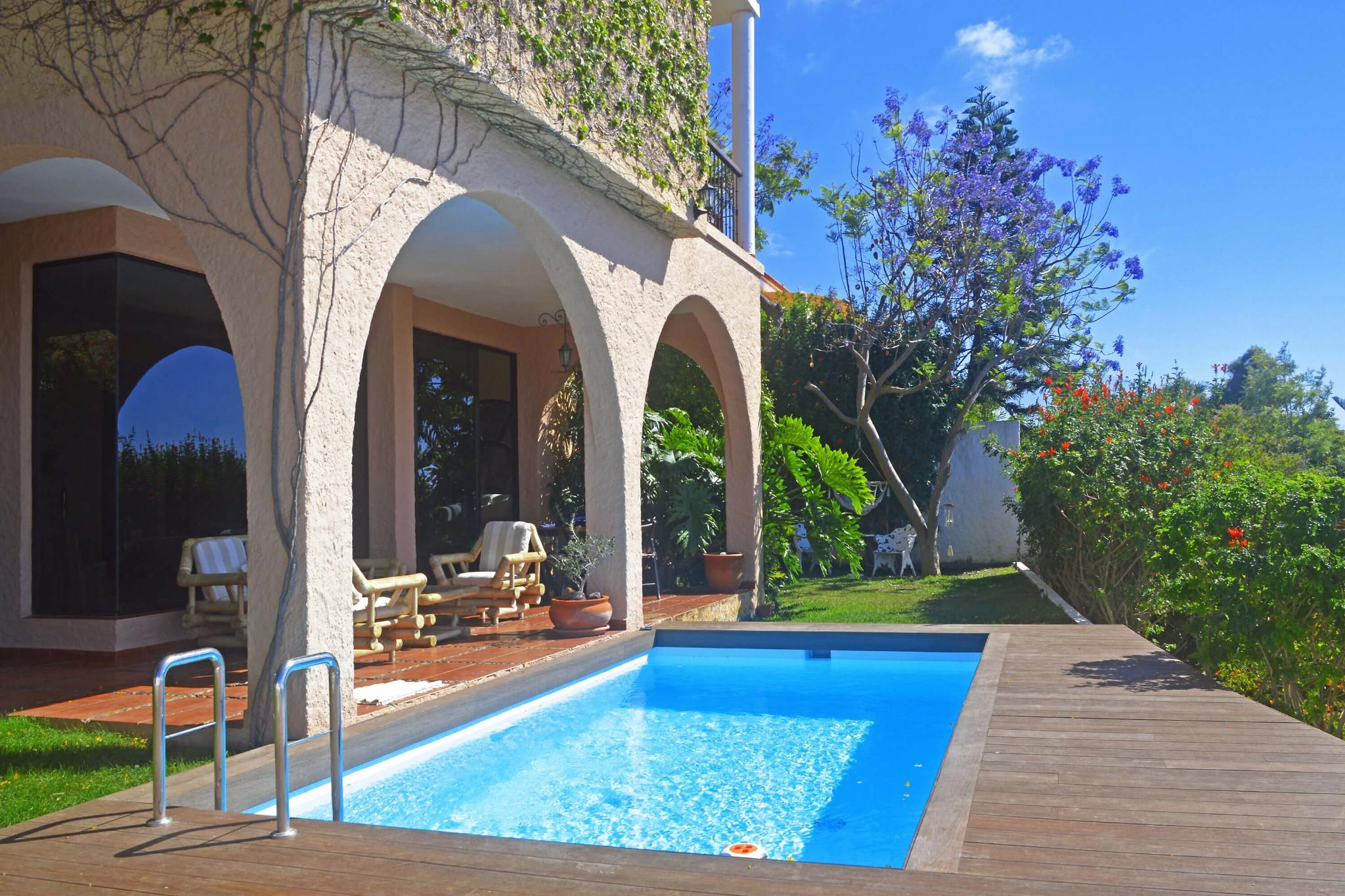 Rummelig villa med 3 soveværelser, privat pool og havudsigt beliggende i El Sauzal