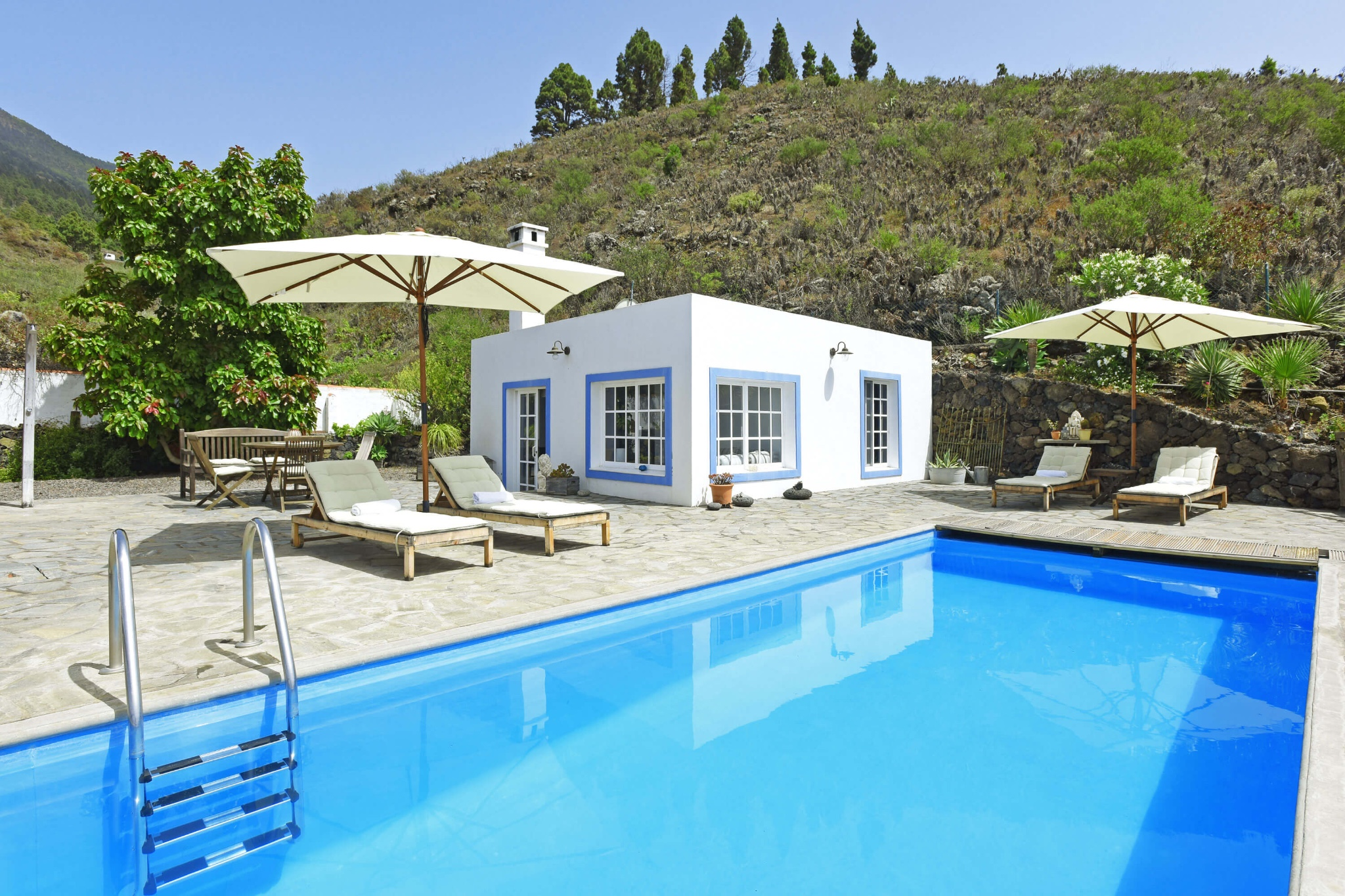 Lovely holiday home surrounded by nature with a wonderful view and solar heated communal pool