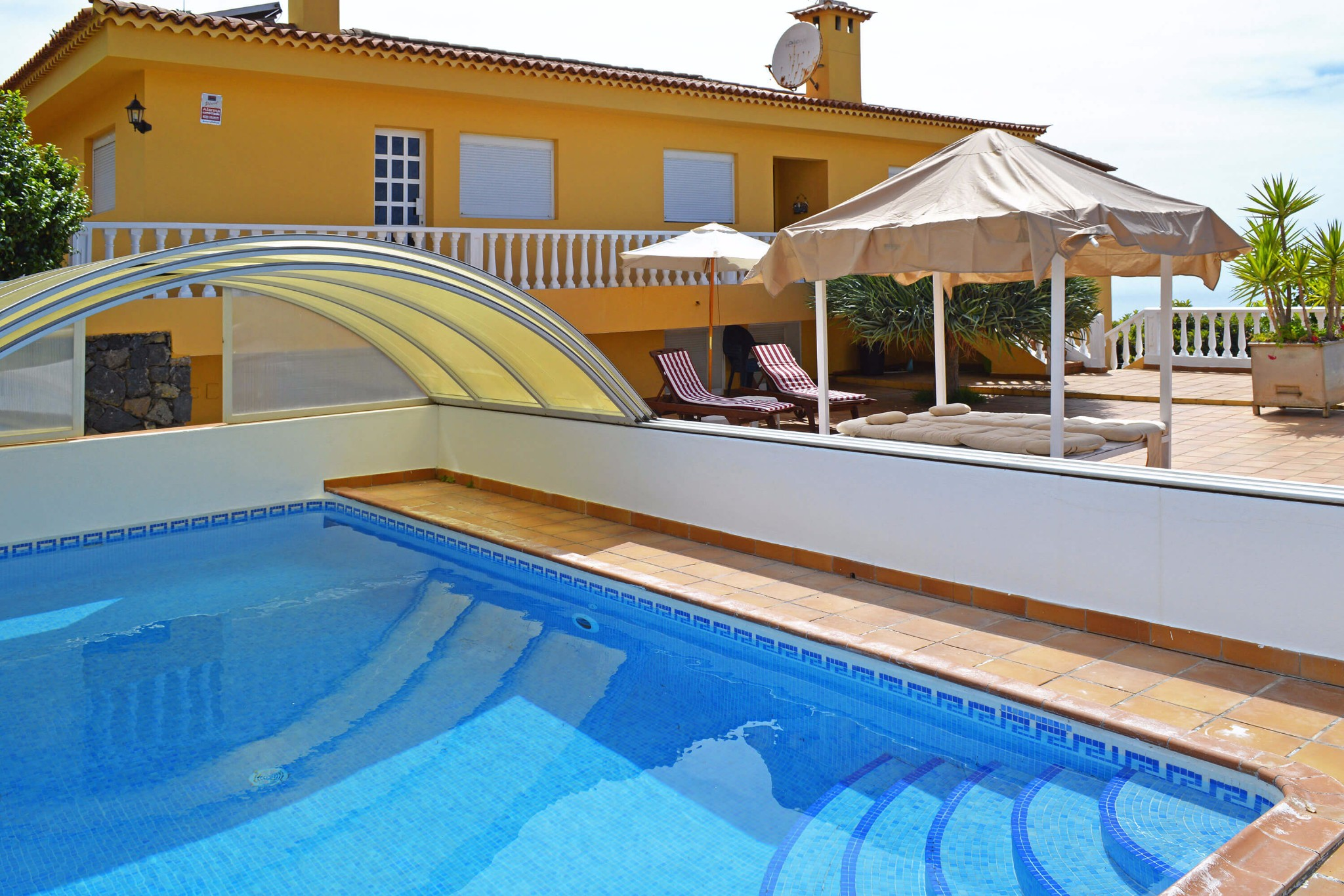 Holiday luxury villa with large terrace and private pool with canopy located in El Sauzal