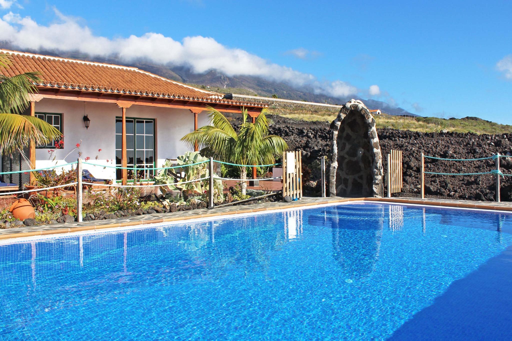Lägenhet med en stor terrass gemensam pool för en avkopplande semester i La Palma