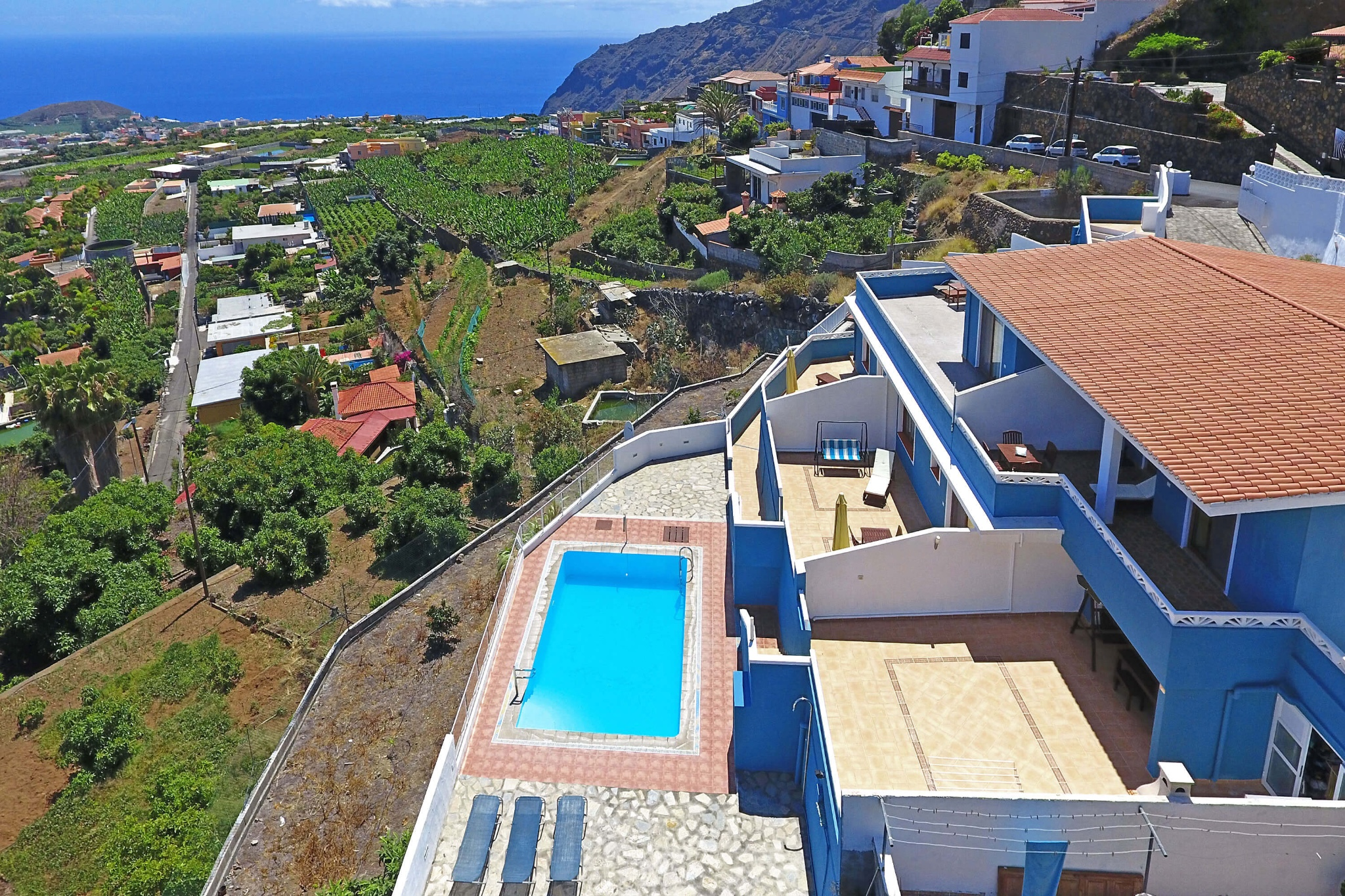 Pleasant holiday apartment with communal pool and large terrace to enjoy the views towards the sea and the mountains