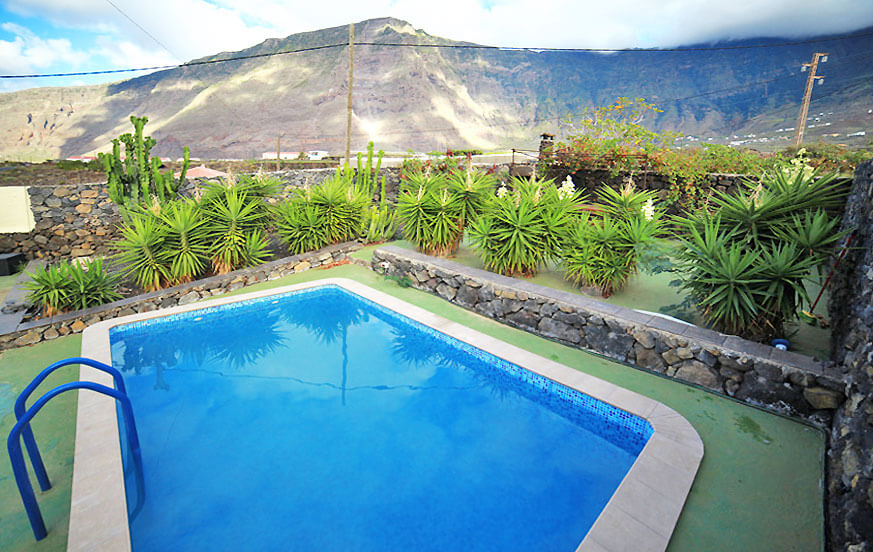 Idyllic holiday home with private pool and built-up barbecue overlooking the sea and mountains