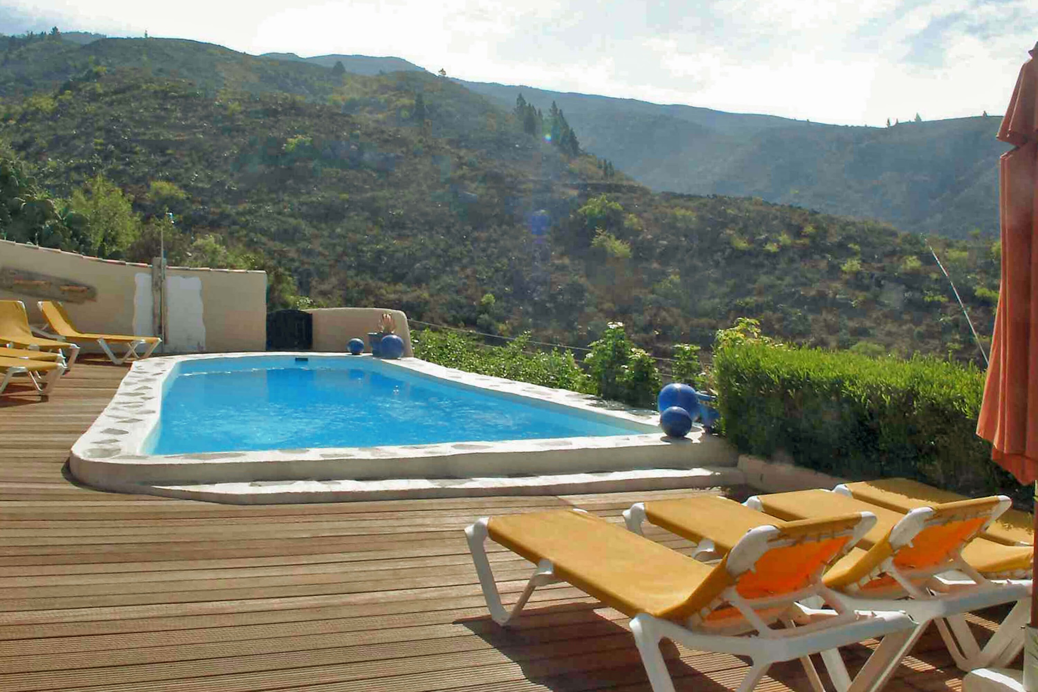 Beautiful country house for four people on a big property with community pool in the mountains of Tenerife with views of the Atlantic
