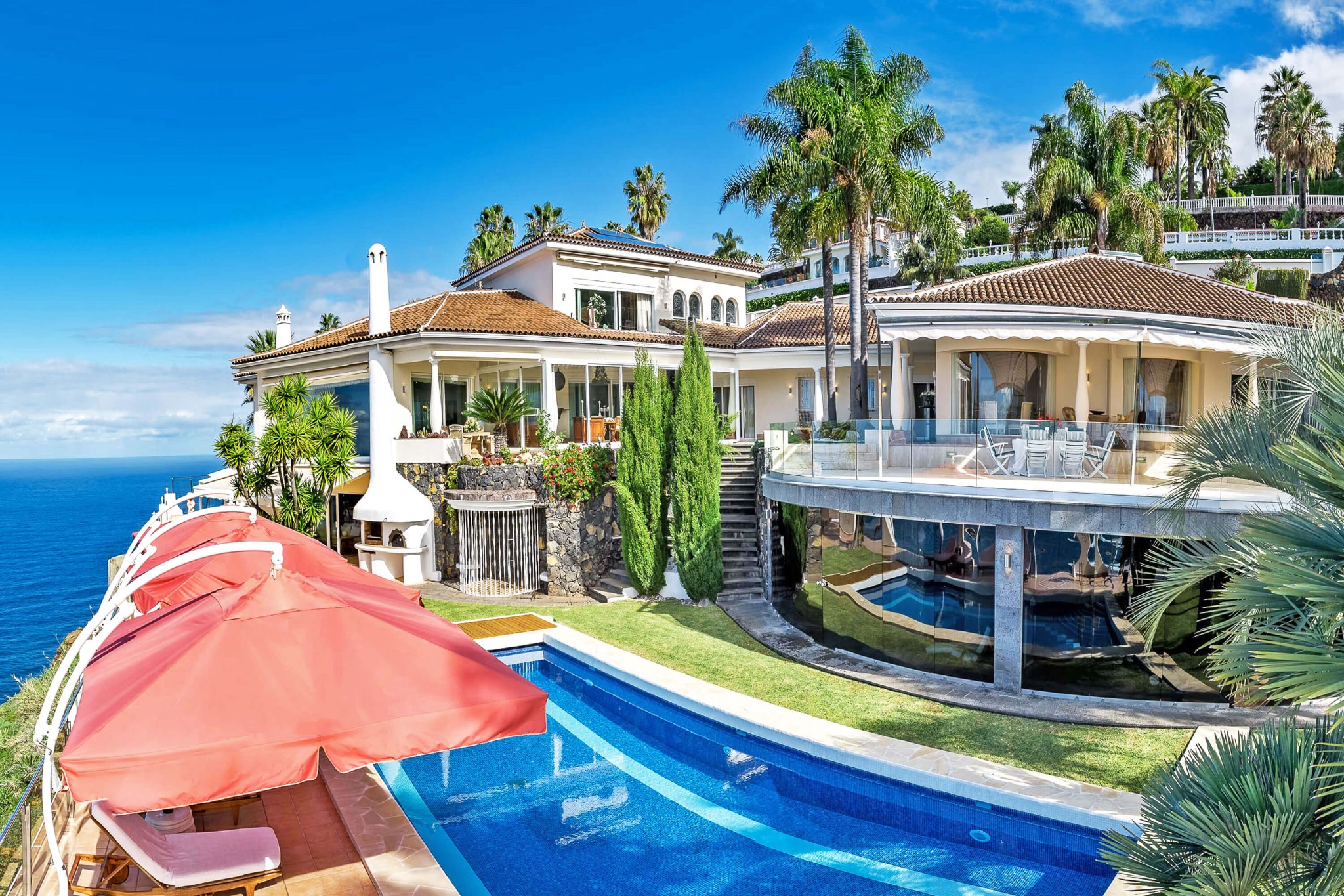 Charming luxury villa with private pool and private beach in the garden, comfortable interior equipment and spectacular views of the Atlantic in the west of Tenerife.