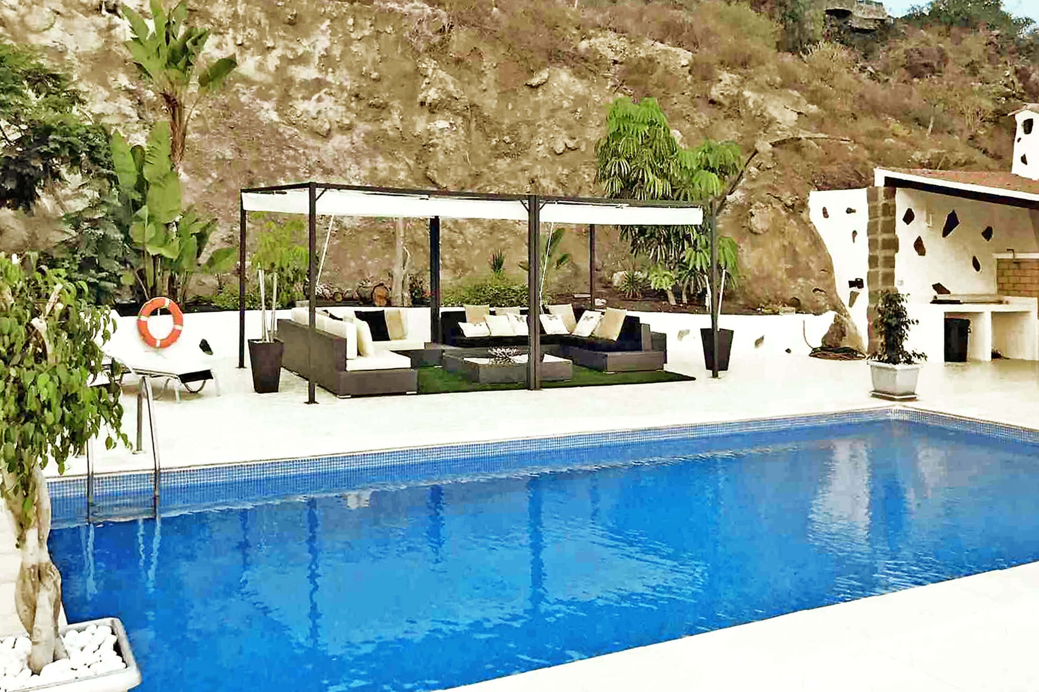 Beautiful holiday villa for 10 people with private pool and sea views situated in the southwest of Tenerife