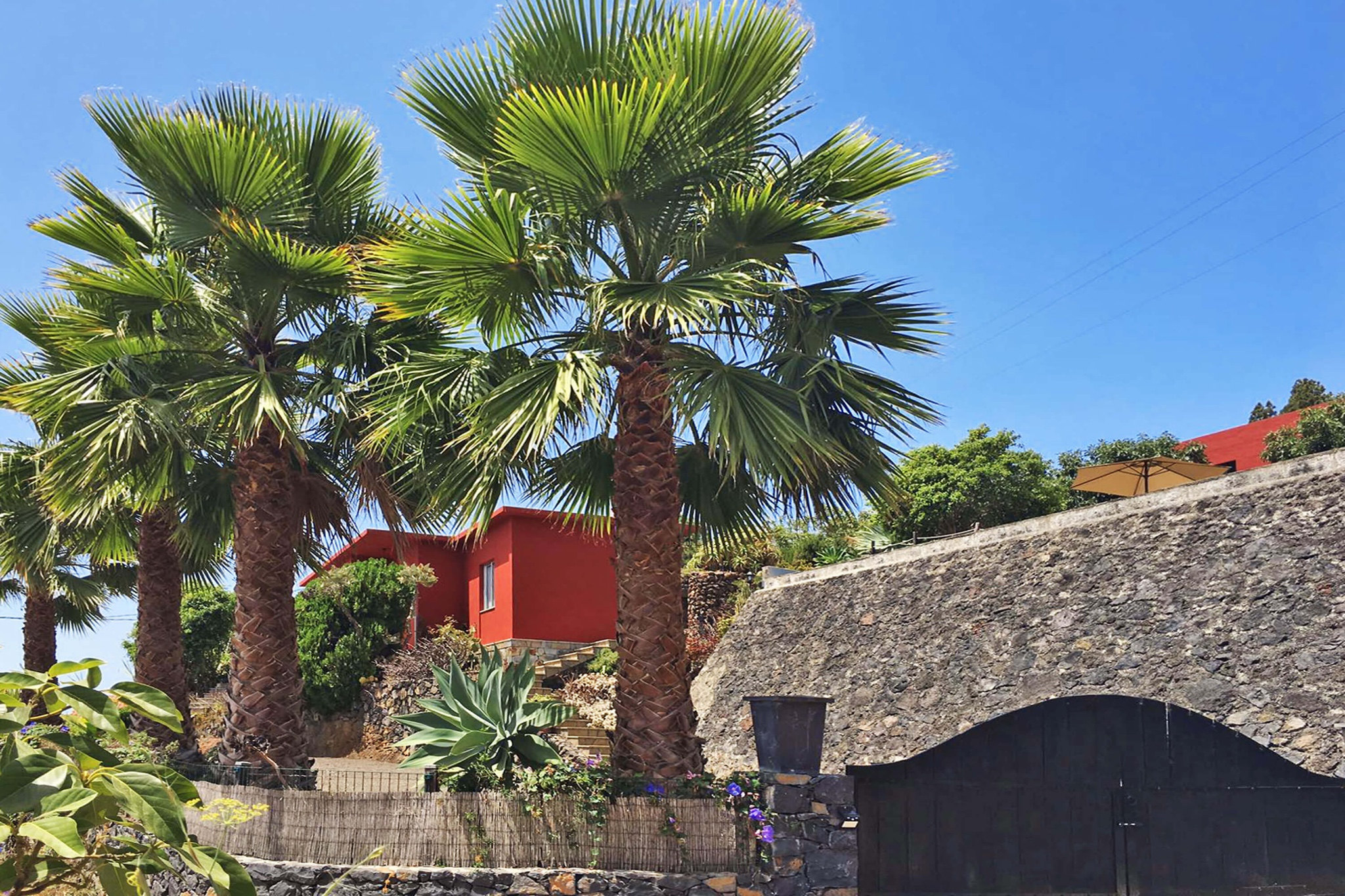 Located above the village of Tijarafe, the newly furnished holiday home offers a magnificent view of the Atlantic Ocean and the landscape of La Palma