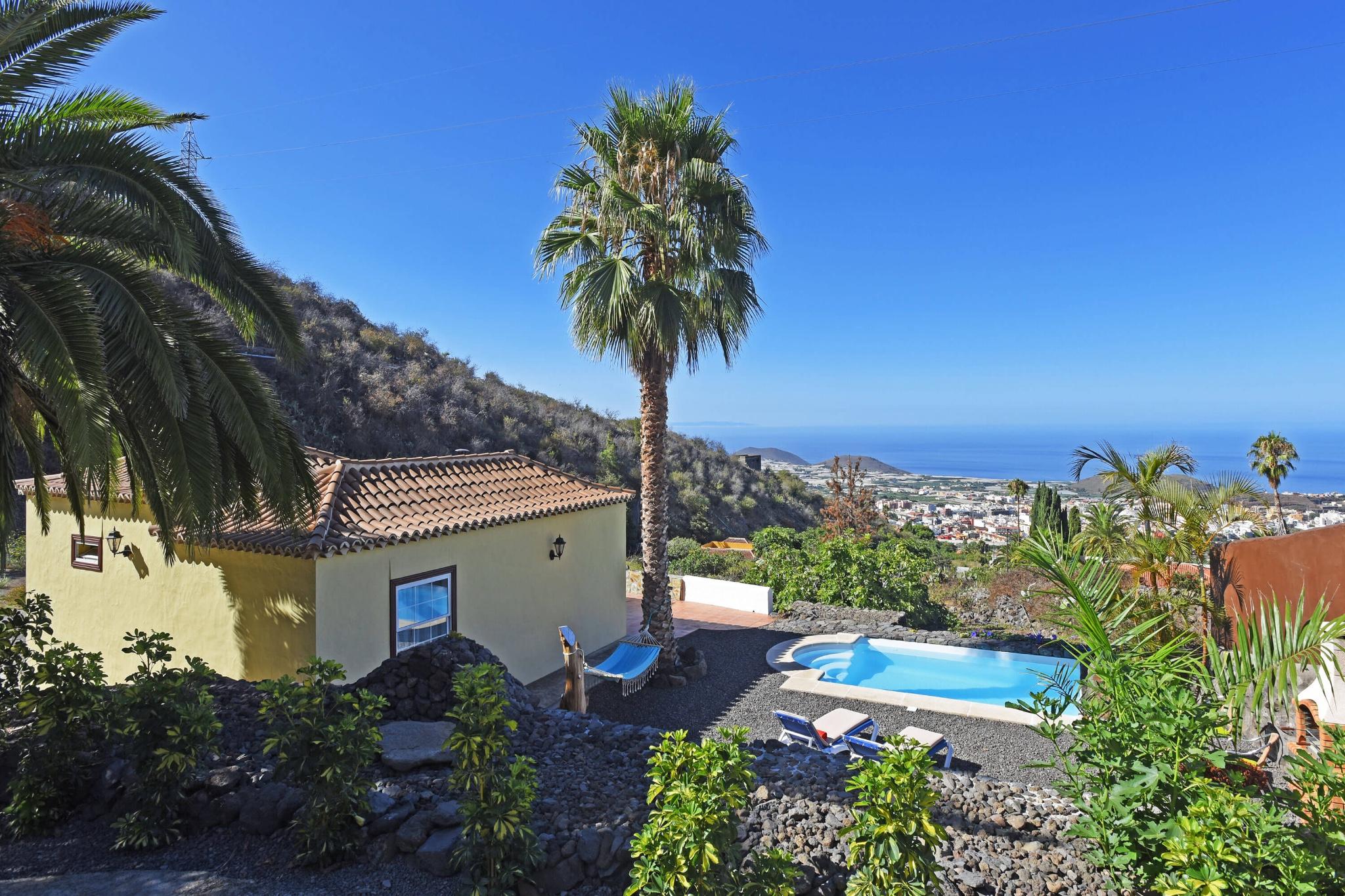 Nyrenovert feriehus i Canary-stil mellom El Paso og Los Llanos med privat basseng og fantastisk utsikt over landskapet og Atlanterhavet