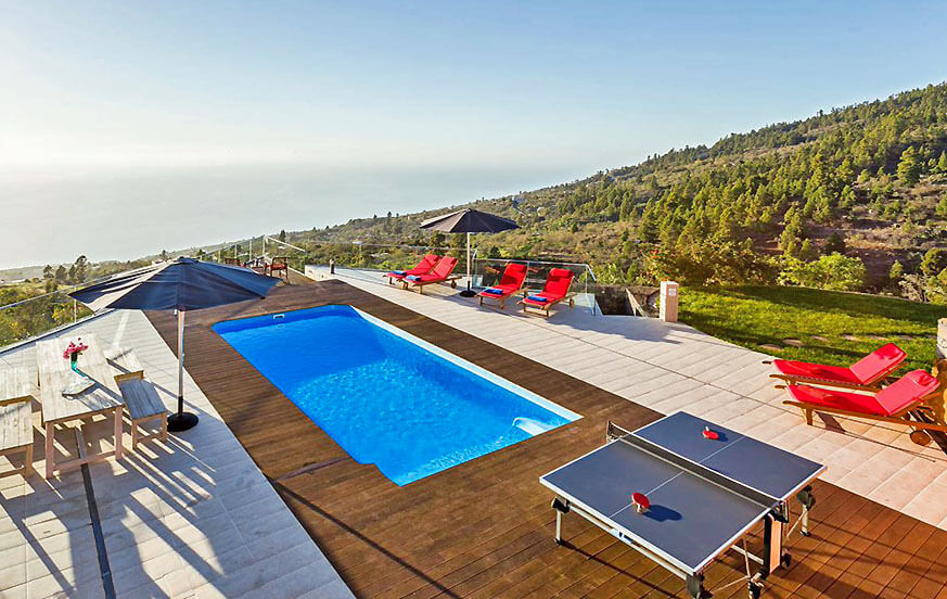 Holiday villa with large pool and fantastic views of landscape and Atlantic Ocean - ideal for families, groups and seminars